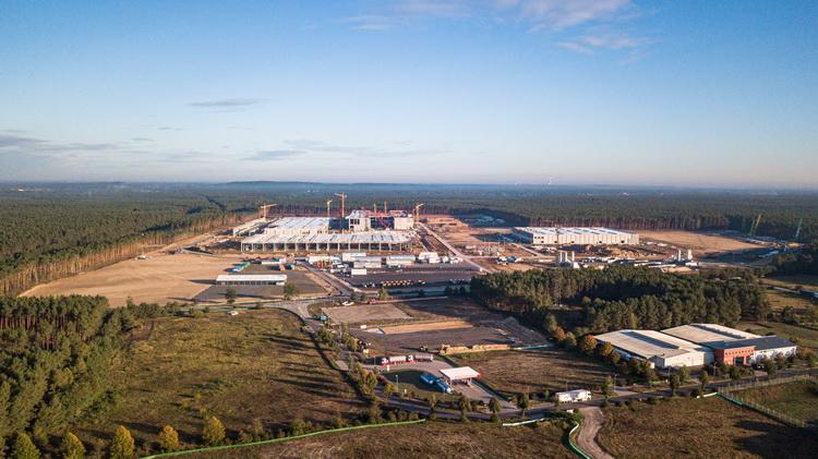 Tesla раскритиковала Германию за чрезмерную бюрократию, которая мешает завершить стройку завода под Берлином