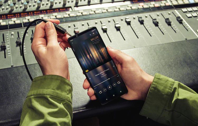 Sony представила Xperia 1 III — флагманский смартфон с продвинутой камерой, 4К-дисплеем и разъёмом для наушников