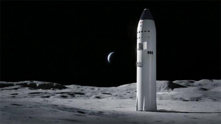 Илон Маск заявил, что SpaceX вполне по силам обеспечить высадку астронавтов на Луну в 2024 году