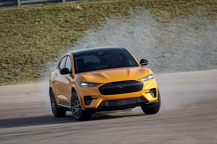 Ford представила Mustang Mach-E GT 2021 с мощный двигателем на 480 л. с. и свежим дизайном