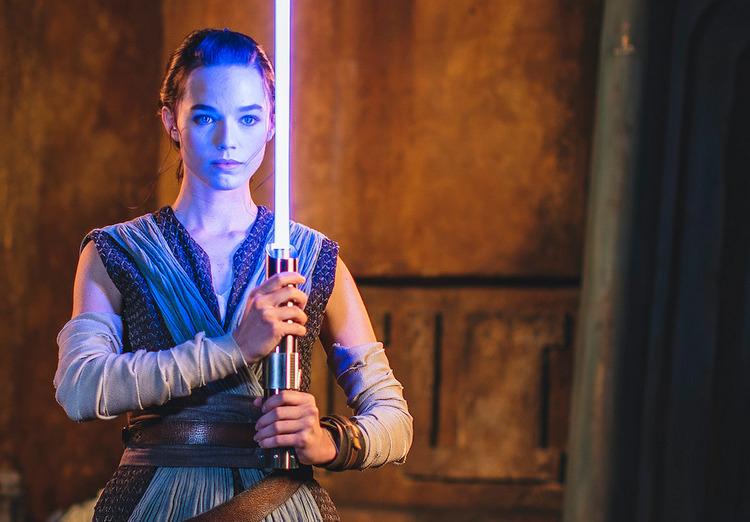Disney показала «настоящий» световой меч, который можно будет купить в следующем году