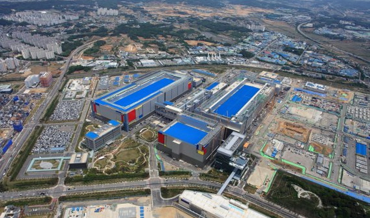 Samsung ускорила запуск нового производства чипов памяти DRAM и 3D V-NAND в Южной Корее