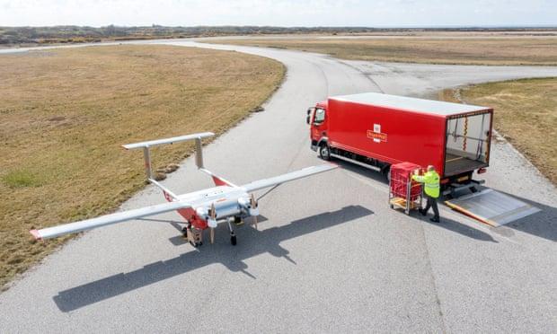Британская почта запустила постоянную доставку грузов беспилотниками
