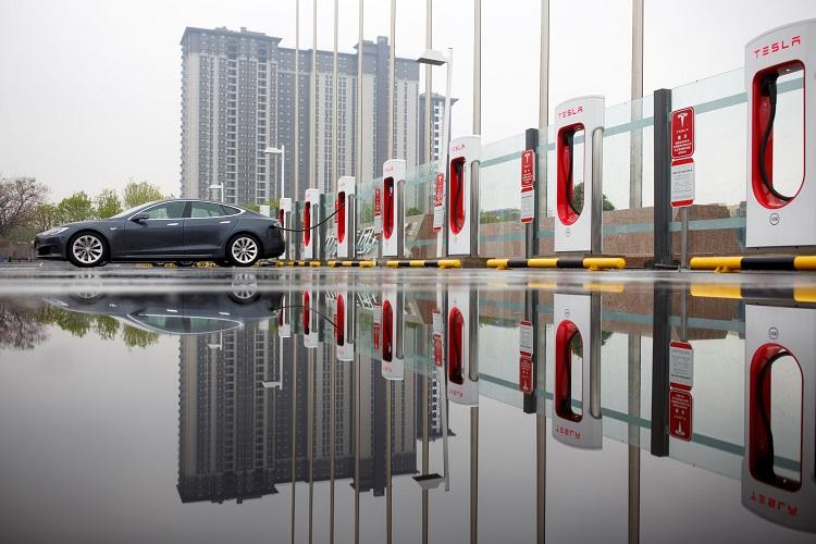 Китайцы стали чаще выбирать отечественные электромобили — продажи Tesla Model Y стремительно упали в апреле