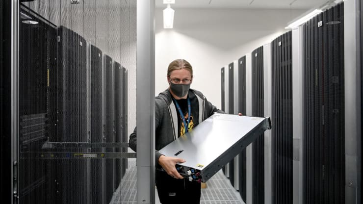 Сотрудникам Microsoft приходилось ночевать в центрах обработки данных во время локдауна
