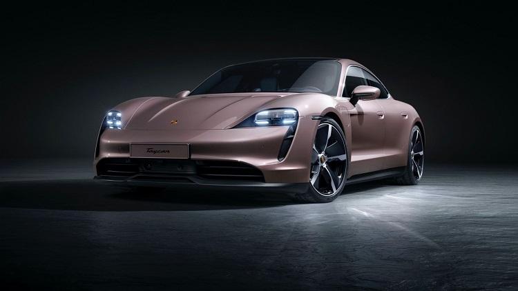 Электрокар Porsche Taycan очень популярен, но полностью переходить на электротягу Porsche не будет