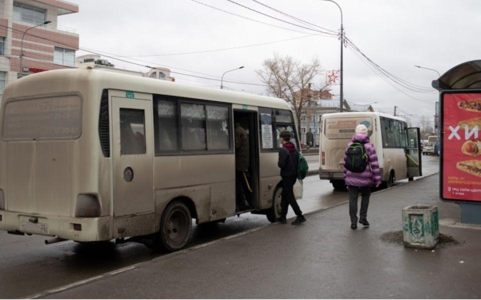 Водителя маршрутки в Барнауле лишили прав после падения пассажирки