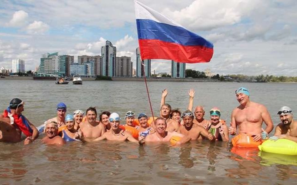 'Победный' заплыв: алтайские моржи сутки проведут в ледяной Оби