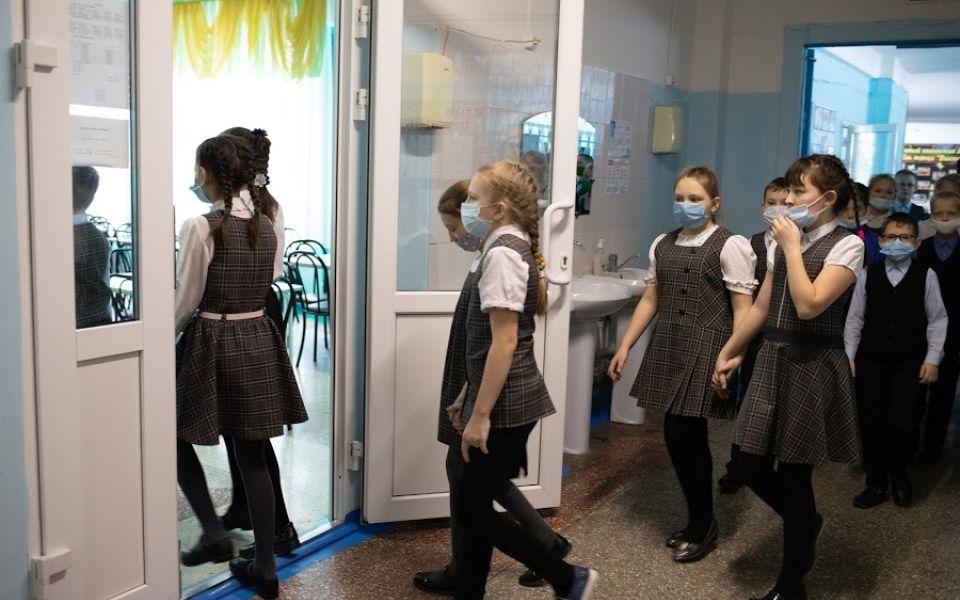 Мэрия: сообщения о бомбах получили 16 барнаульских школ