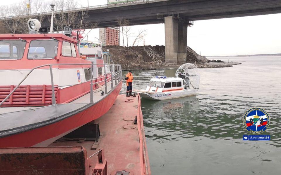 В Новосибирске 14-летняя девочка упала с моста