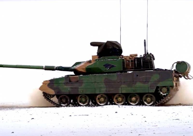 Китайская морская пехота получила современный легкий танк Тип 15