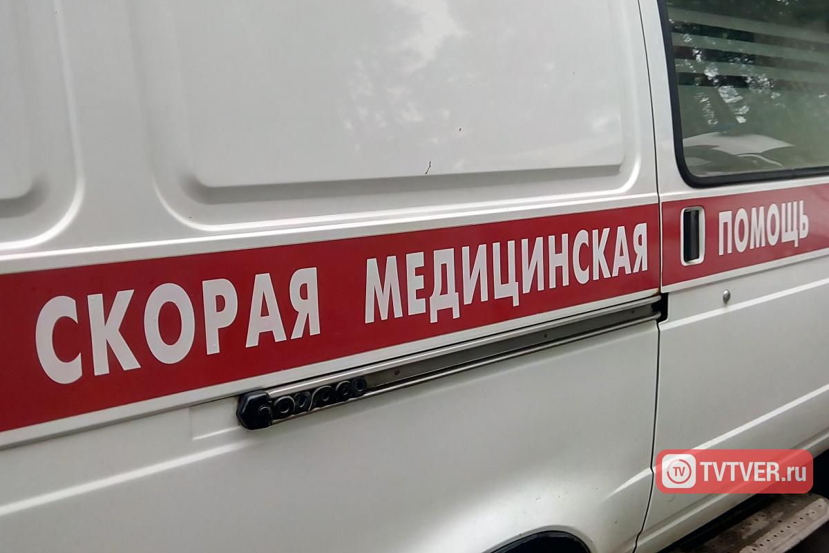 В Торжокском районе автомобиль врезался в отбойник, пострадал ребёнок