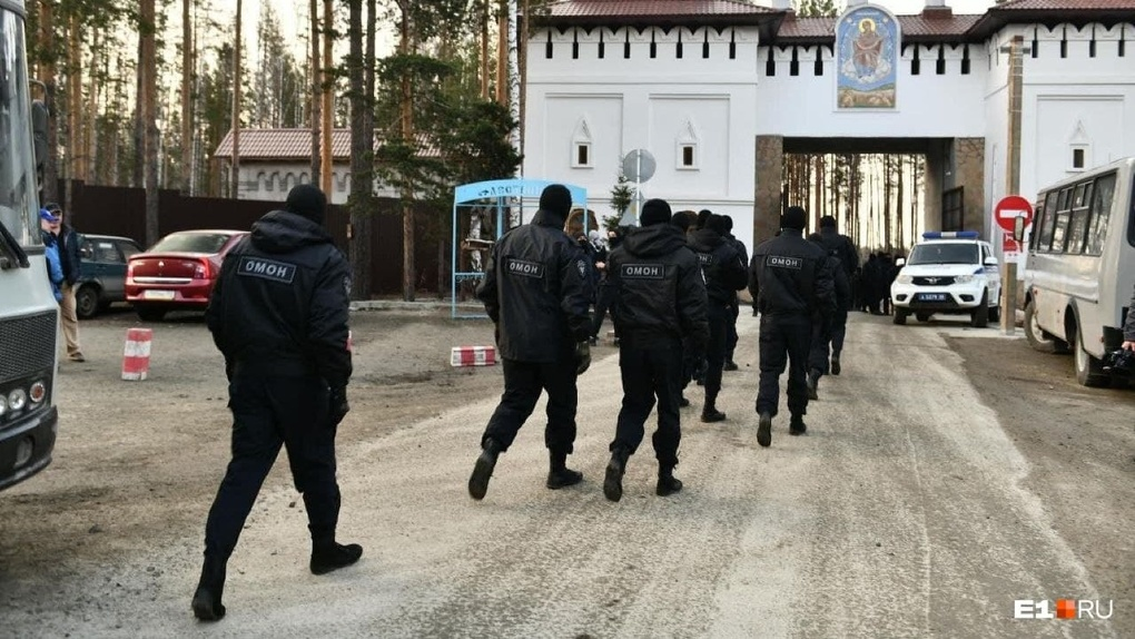 Силовики штурмуют монастырь отца Сергия. Видео