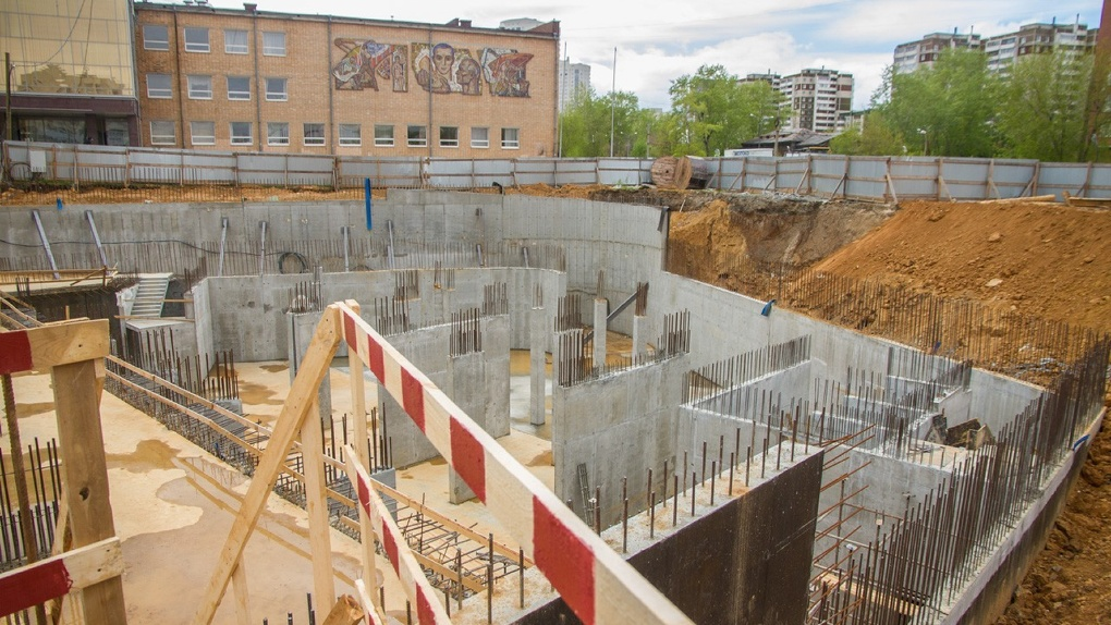 Вместо перехватывающей парковки на Уралмаше начали строить дом, но город вернет землю обратно. Схема