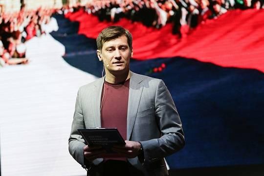 На даче политика Дмитрия Гудкова проходит обыск