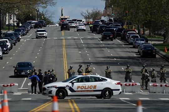 Нападавший и полицейский погибли, есть пострадавшие - полиция раскрыла детали атаки на Капитолий в Вашингтоне