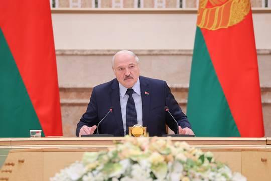 «Даст печенюшку»: Лукашенко оценил помощь Байдена Тихановской