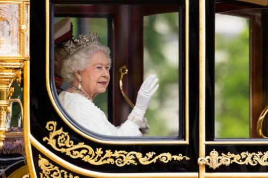 Елизавета II назвала причины, по которым может отказаться от престола