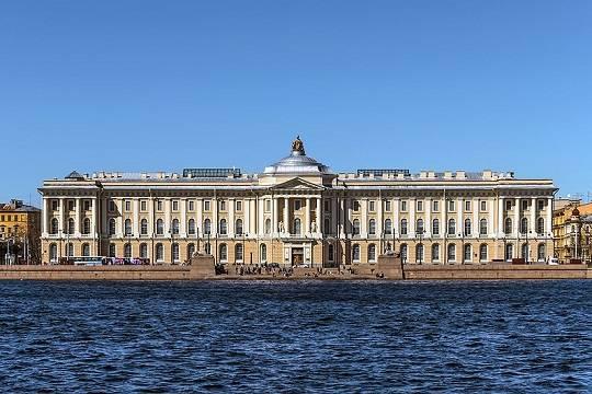 Фигурантка дела «Оборонсервиса» Евгения Васильева открыла выставку своих работ в Петербургской Академии художеств