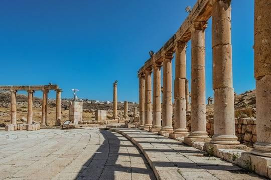 Иордания разрешила въезд российским туристам со «Спутником V»