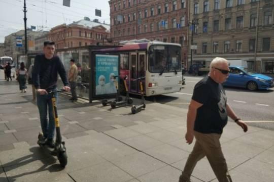 Как в Санкт-Петербурге «самокатчики» терроризируют пешеходов, и почему Смольный бессилен
