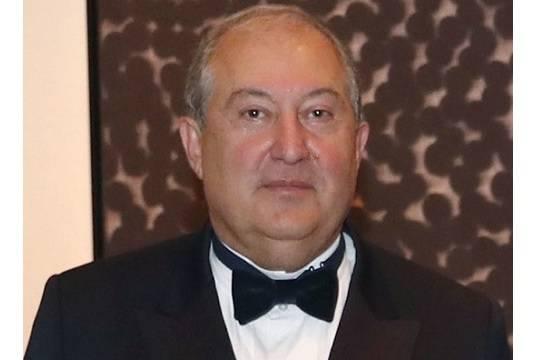 Президент Армении оспорил увольнение начальника Генштаба в Конституционном суде
