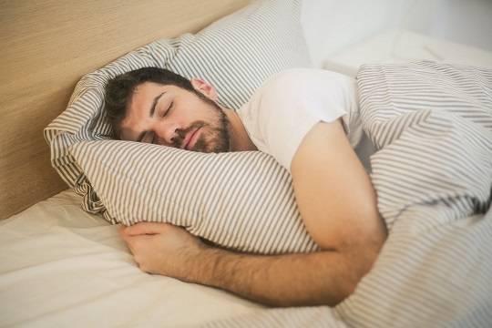 Психологи назвали способы вернуть здоровый сон после пандемии