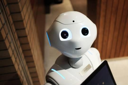 РФПИ планирует инвестировать в робота, который сможет делать тесты на COVID-19