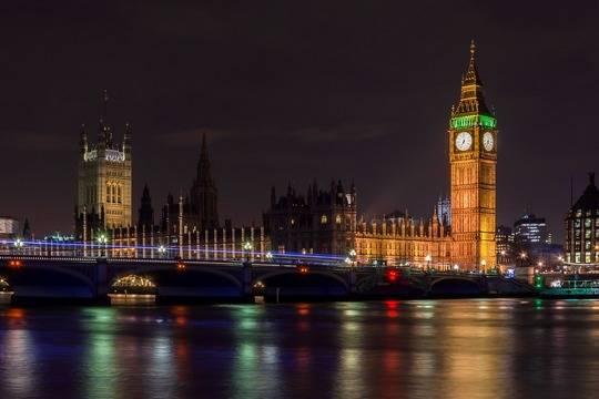 Великобритания начнет принимать туристов по системе «светофора»