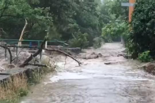 Ялту затопило вслед за Керчью после сильного ливня