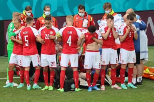 Экс-вратарь сборной Дании рассказал об угрозах УЕФА поражением в случае отказа выйти на поле после инцидента с Эриксеном