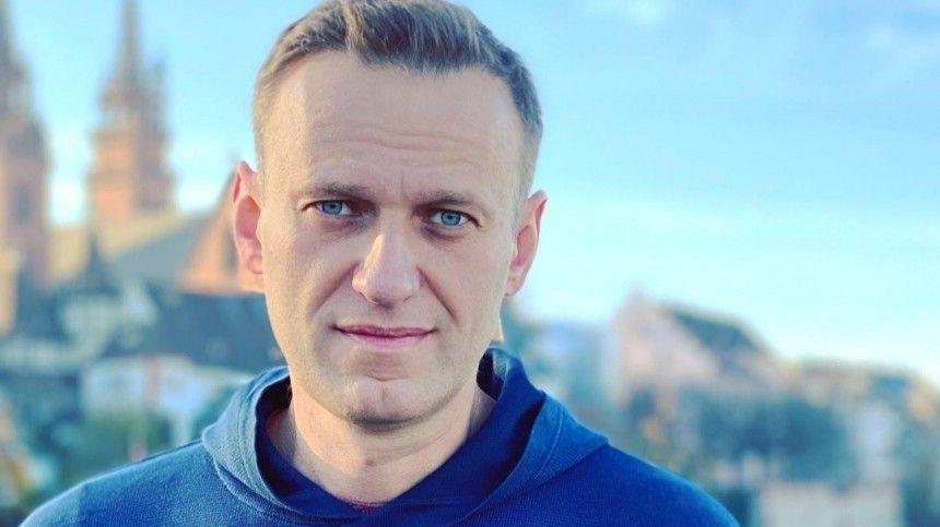 Крепкий сон и здоровые ноги: видео с Навальным из колонии во Владимире