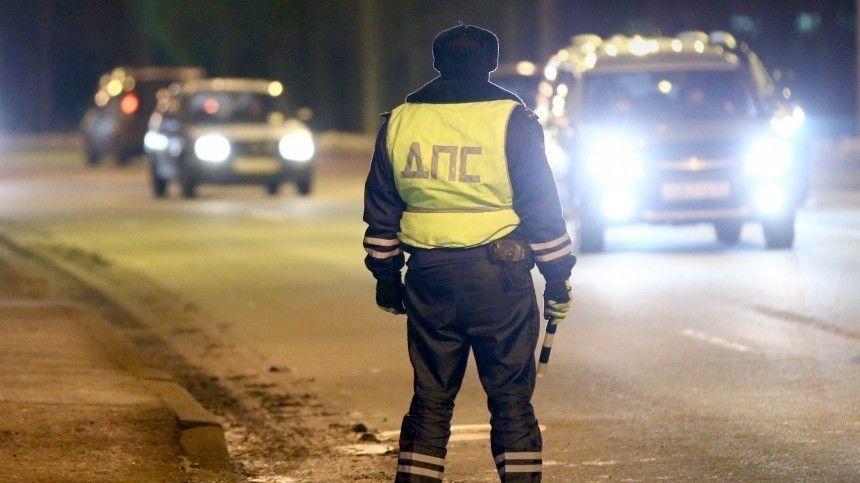 Житель ХМАО сбил полицейского и целый километр вез его на капоте машины