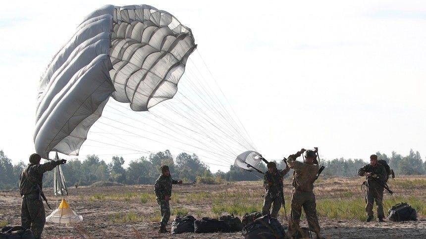 Кравчук заявил, что готов лично стрелять по парашютистам с российскими флагами