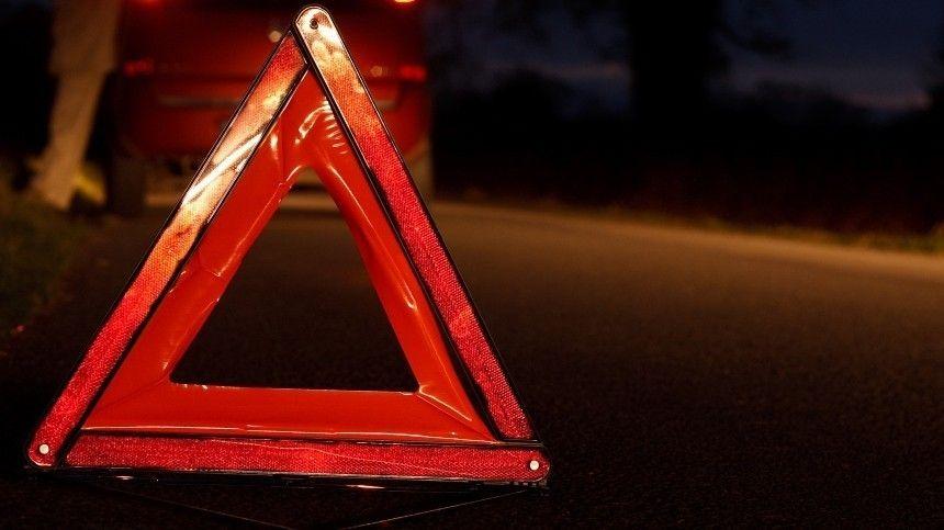 Видео: водитель Infiniti устроил фаер-шоу и аварию в Петербурге