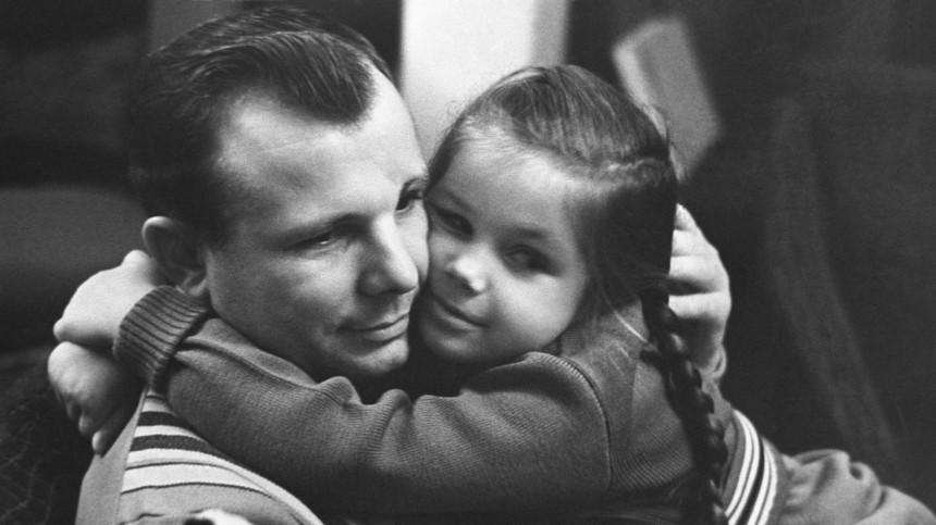 «Прыгнула на спину»: дочь Гагарина рассказала о нападении рыси на отца