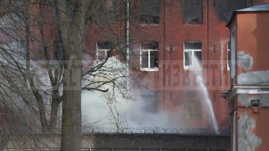В тяжелом состоянии: в МЧС опровергли гибель второго пожарного в Петербурге