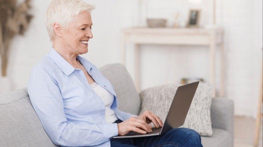 «Бабушка онлайн»: Служившие на Байконуре ветераны пообщались с пенсионерами в сети