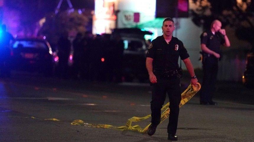 Восемь человек погибли при стрельбе в американском Индианаполисе