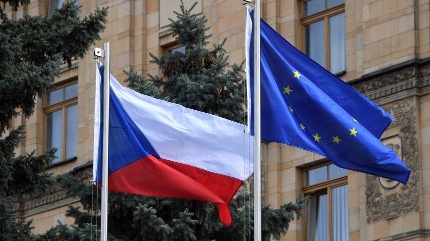 Посигналили на прощание. Чешские дипломаты покинули посольство в Москве — видео