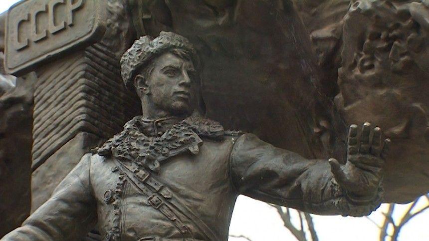 Памятник пограничникам, погибшим на острове Даманском, открыли во Владивостоке