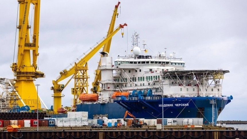 Судно «Академик Черский» начало укладку труб «Северного потока —2» в водах Дании
