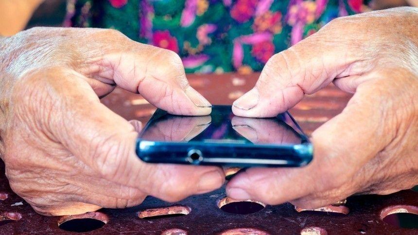 Вместо смартфона: Как подключить далекую от технологий бабушку к соцсетям