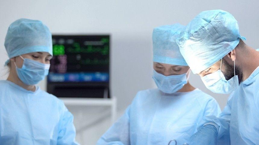 Двухлетний мальчик чуть не умер после обрезания в частной клинике Петербурга