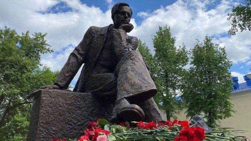 Памятник академику Андрею Сахарову открыли в Сарове — видео