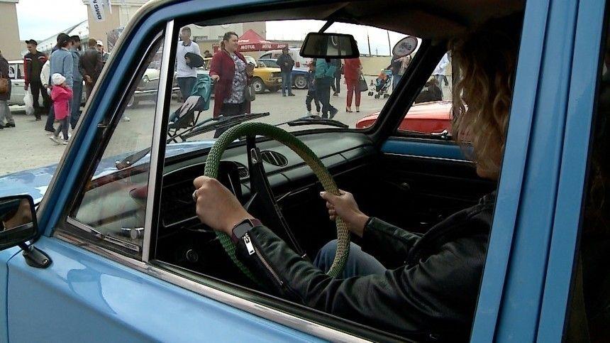 Под Екатеринбургом состоялась масштабная гонка на винтажных автомобилях