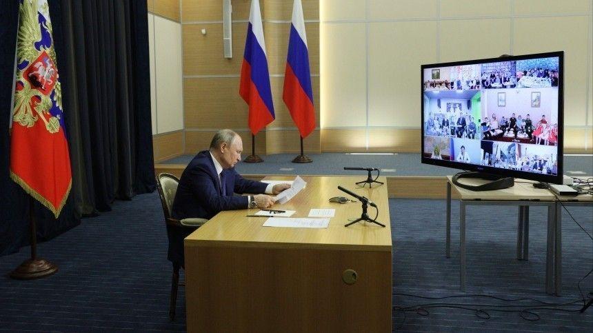 Владимир Путин предложил главе «Сургутнефтегаза» помочь многодетным семьям