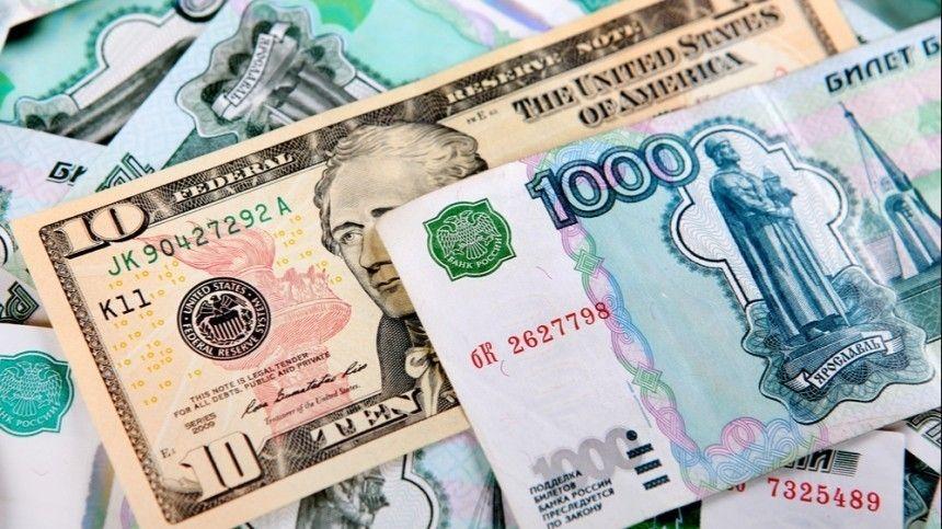 «Думаем аккуратненько»: Путин на ПМЭФ не исключил ухода от расчетов в долларах