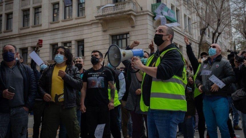 В Стокгольме полиция разогнала митинг против ограничений в связи с пандемией