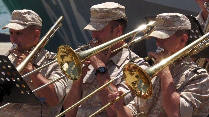 Сирийские школьники в День России поздравили военных из РФ концертом